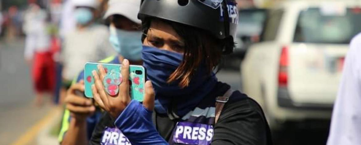 Ma Thuzar is seen covering and live-streaming anti-junta demonstrations (photo: Twitter / RSF).